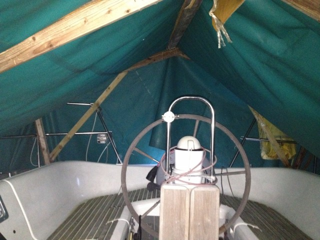 2012-12-18_Beberich_Cockpit_unter_Plane